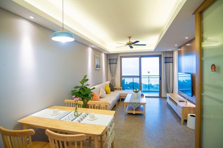 【悦蓝半岛】 一线简约清爽高层海景公寓/小众海岛登岛游玩/50米直达海边/余生都是假期