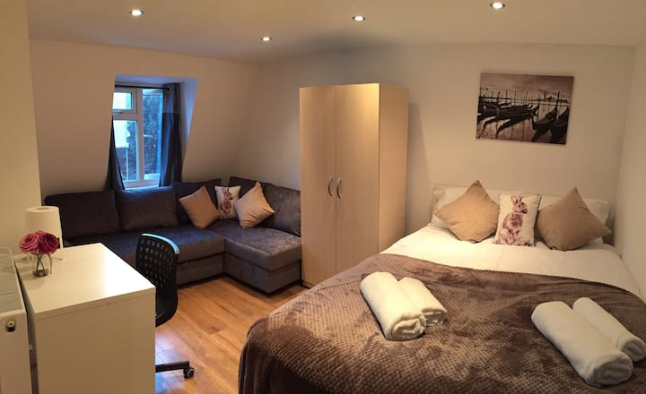 Quadruple Bedroom in London Euston (12)