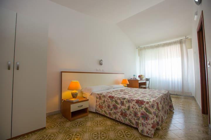 Vesuvian Inn Hotel | Single Room Faito View