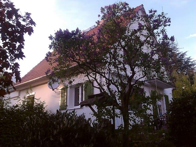 Romantisches Haus mit großem Garten nahe S-Bahn