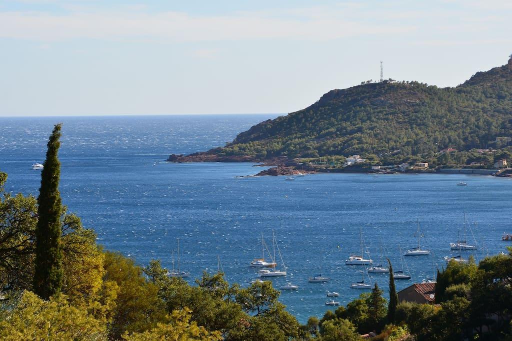 Balkonsicht auf die Bucht von Agay
