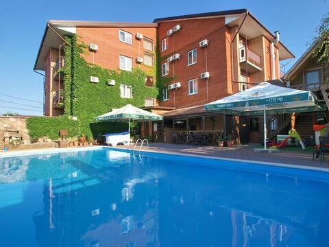 Отель «Золотой Лев» на берегу Азовского моря Центр