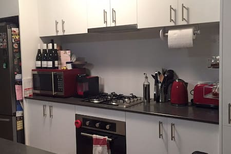 One Bedroom with your own bathroom - Belmont - Wohnung