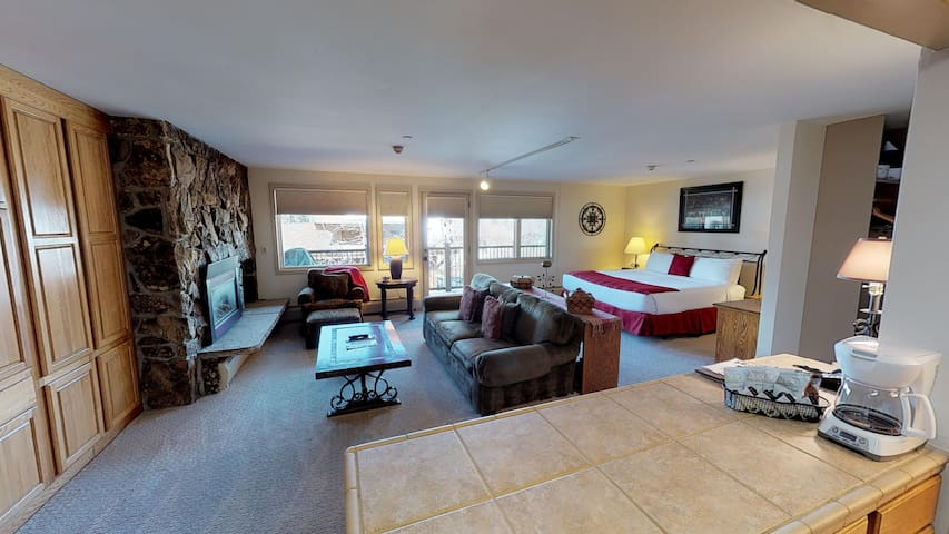 Spacious studio condominium with gas fireplace, full kitchen, bathroom and Murphy bed.  Enjoy views of Vail Mountain on your outdoor patio!
