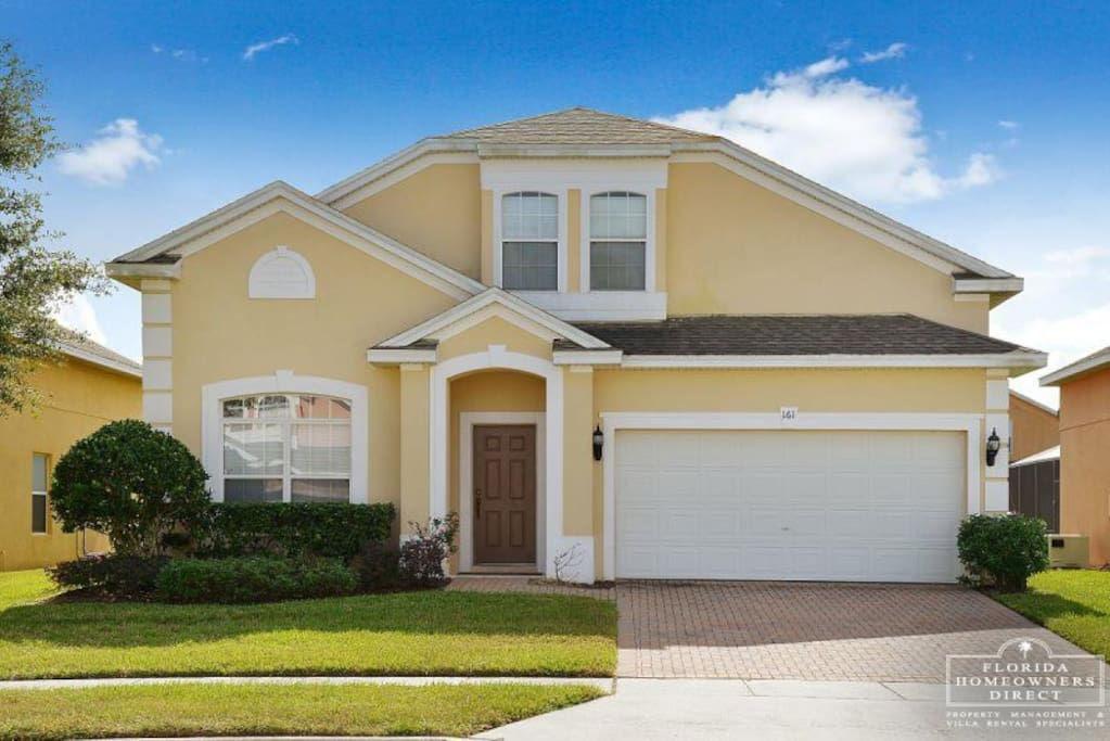This fully air-conditioned, professionally decorated Orlando vacation pool home away from home is 20 min. away from some of the popular destinations.