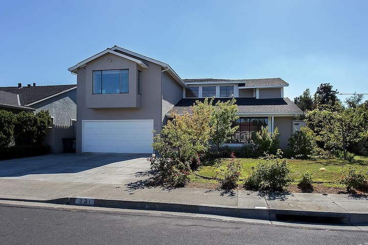 Luxurious 2-story, 4 Bedroom 2 Bathroom Home - Foster City - House