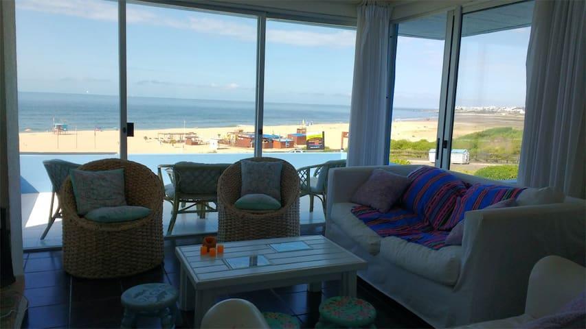 Gran apartamento sobre playa Bikini - Manantiales - Huoneisto