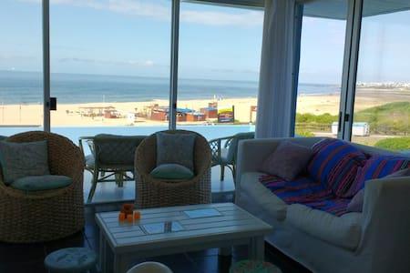Gran apartamento sobre playa Bikini - Manantiales