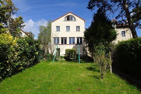 House close from Paris - Verneuil-sur-Seine - บ้าน