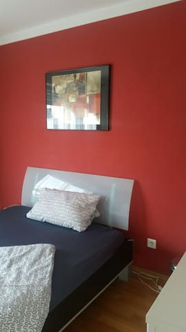 Furnished room close to the city and Messe.