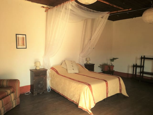 ´Cala´ -Spacious colonial room - Quezaltenango - บ้าน