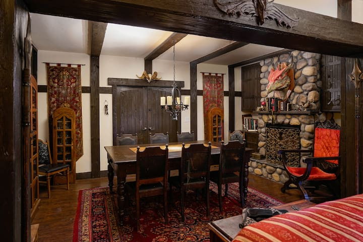 Red Drake Inn - Medieval Themed Studio/Guest House
