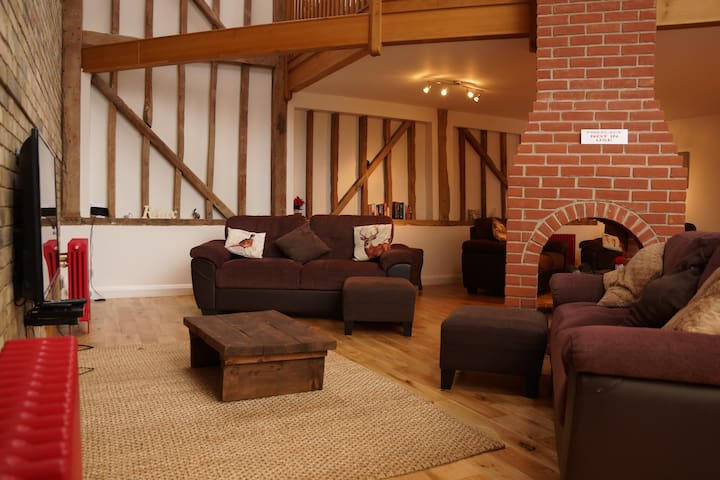 Beautiful Spacious Barn Conversion - Ashwell - 獨棟
