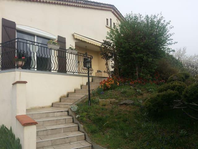 Appartement indépendant dans une maison au calme