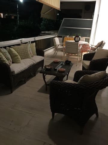 A house to remember...     Athens Riviera is the most amazing suburb of Athens and it's the place where our elegant home is located,in  walking distance from Varkiza town square,Yabanaki beach/Varkiza Resort.Our location is 35min from Athens City Center,