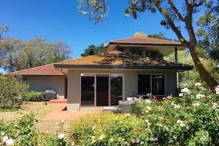 Large home with Bay Views & Garden - Drysdale