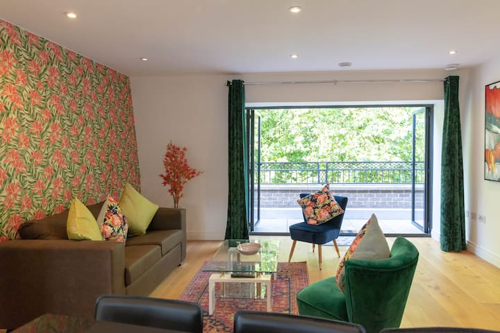 Central Cambridge Penthouse with Terrace