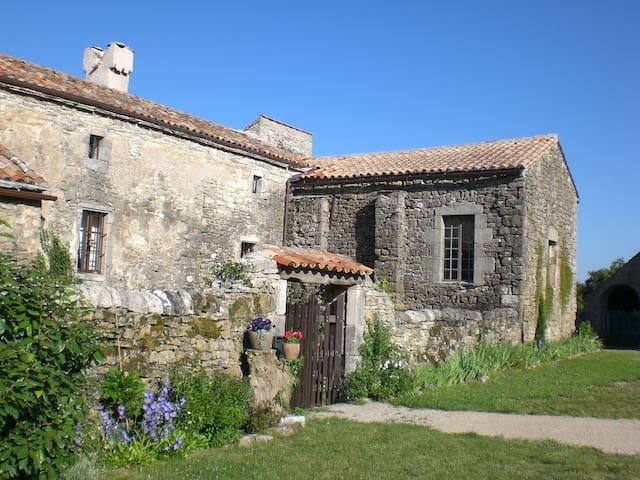Maison d'amis dans un hameau isolé hors du temps - Le Clapier - Hus