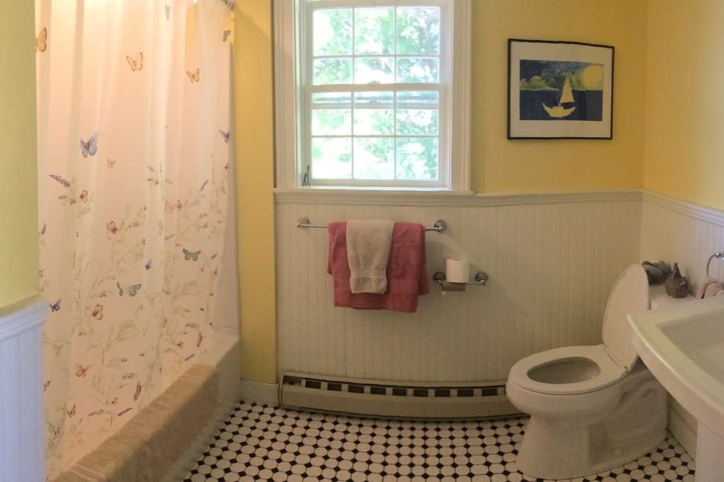 Bathroom 1: For our warmer weather guests