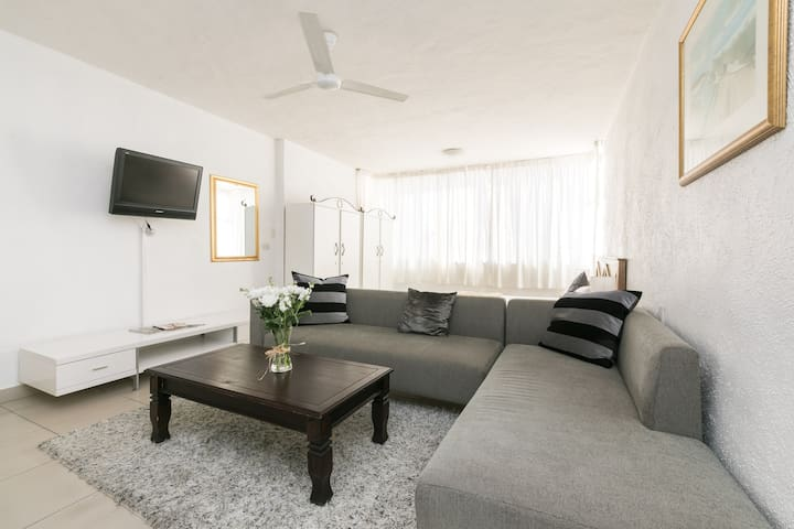 Sandton Apartment (107) - 4.6KMS from Sandton City