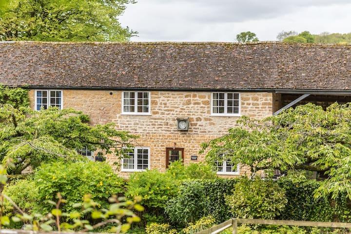 Beautiful Lambrook Cottage