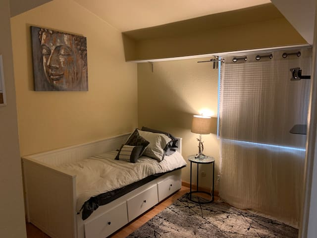 Private room close to Sac Airport