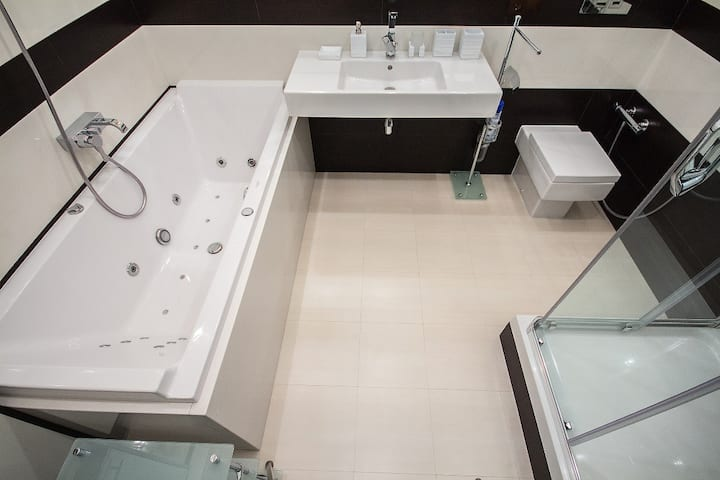 VIP Center 2-room with jacuzzi