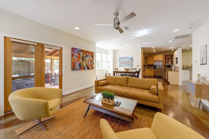 Modern South Congress Home - Walk to Downtown   Professionally Cleaned + Hosted By GuestSpaces