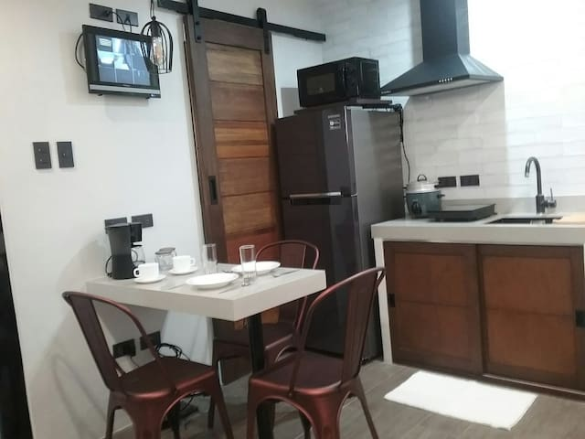 Cozy Guest House nr Greenhills Wilson St 75MBPS