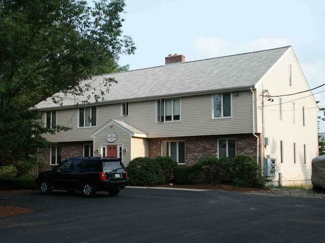 Quiet, very cozy & spacious condo - Easton