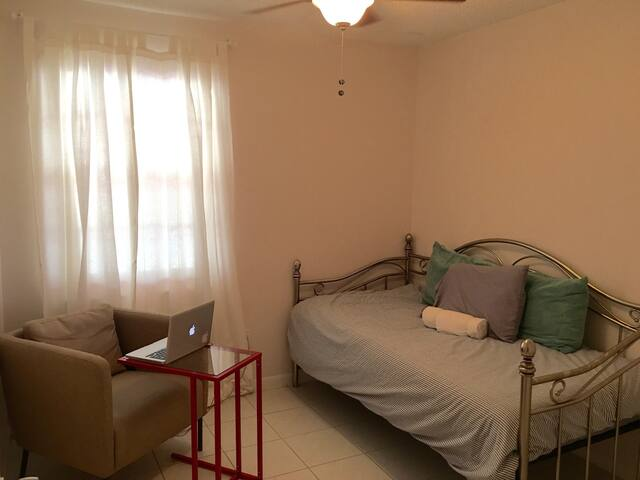 Cozy Bedroom in Private Home #2 - Miami - Rumah