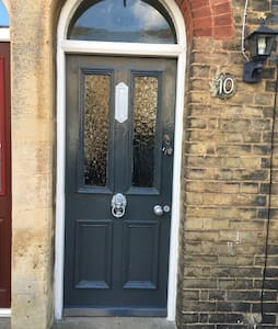 Double room in Victorian Terrace central St Ives