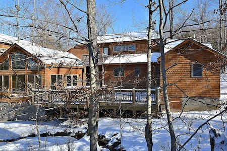 Schussboomer`s Retreat - Great Access to Local Hiking Trails, Hot Tub, Gas Fireplace