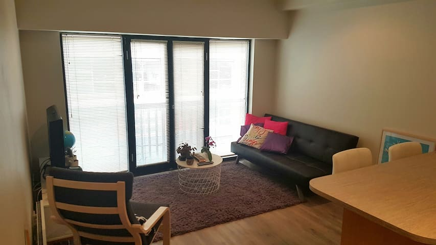 *Female Only* cozy shared space near Vic Market