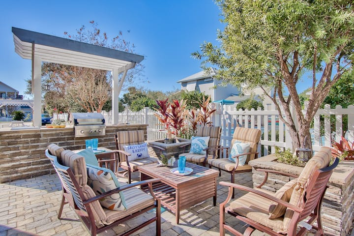 Just Renovated!  4 min to Beach - Next to Pool!
