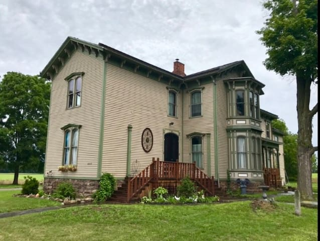 Graestone Manor Victorian Bed and Breakfast