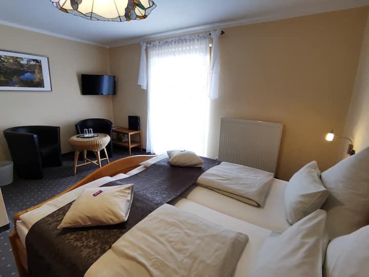 Gästehaus Köglmaier (Kelheim), Doppelzimmer mit Balkon Nr. 5 mit herrlicher Fernsicht