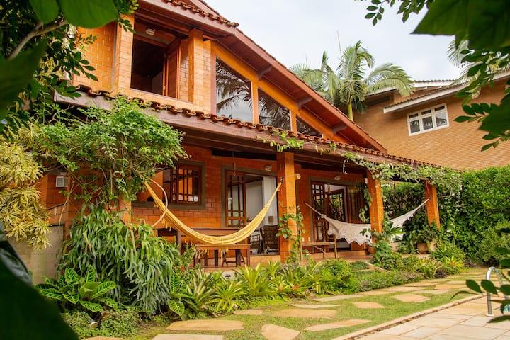 Casa aconchegante c/piscina em cond. alto padrão