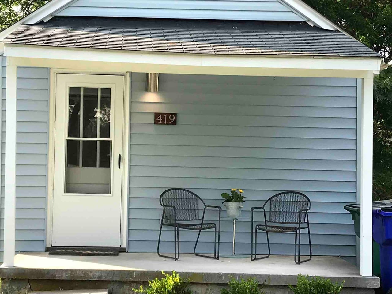 Welcome to the newly remodeled  Little House on Lee!