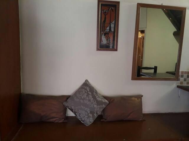 Cozy Tatch Cottage  DSTV