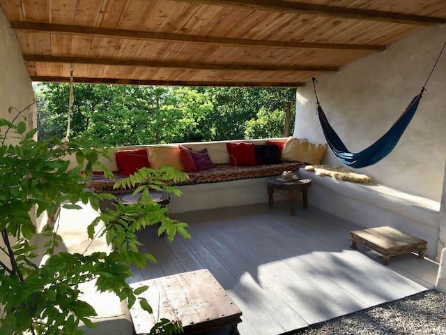 Large Artist house / outdoor lounge & splash pool