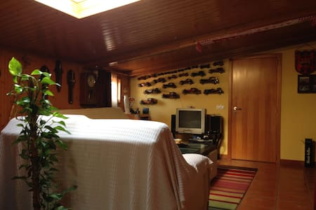 Suíte soalheira e acolhedora a 30 min de Fátima - Monte Redondo - House - 1