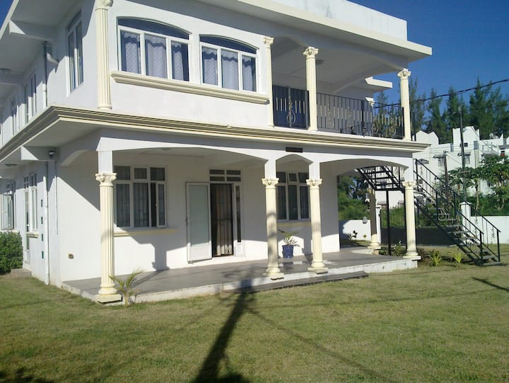 Sagar Villa, Apt-A, 1 min from beach, garden villa