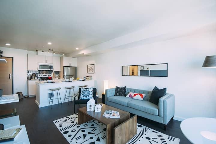 Upscale apartment home | 1BR in Seattle