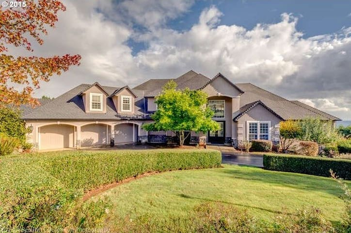 Red Hills Estates in Dundee Hills
