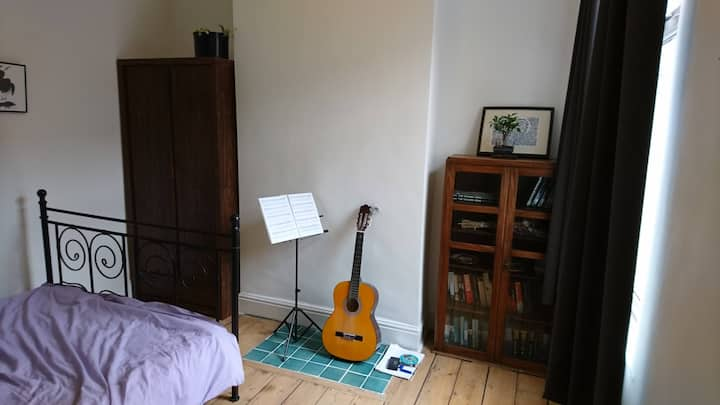 Spacious room close to Manchester and Stockport