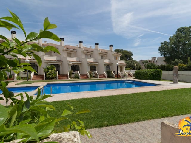 Nice house for 8 people with pool in Vilafortuny (Cambrils).