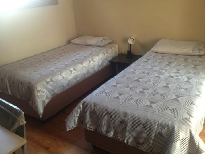single and shared fully furnished rooms