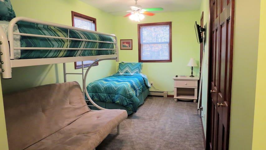 Bedroom 1 / Green Room