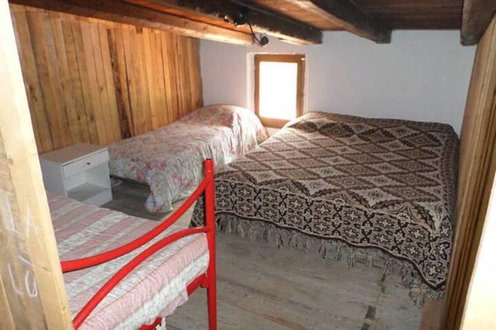 stanza privata in mansarda2° con piscina